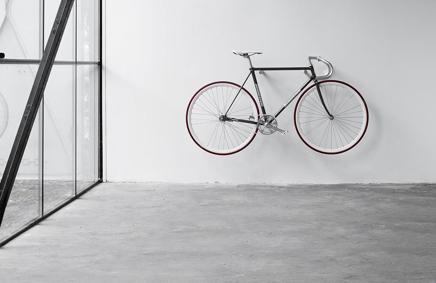 Wooden Bike Hook: Minimalistic wooden bike wall mount