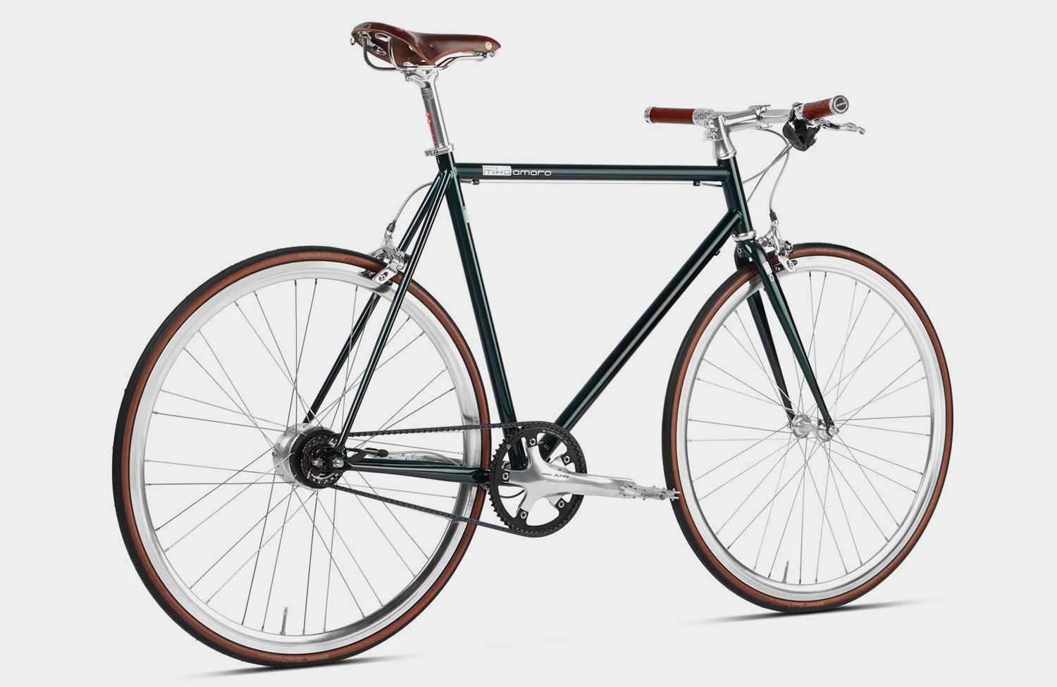 "Steel frame classic with modern lighting: The ""Emerald Green"" urban bike by Mika Amaro"