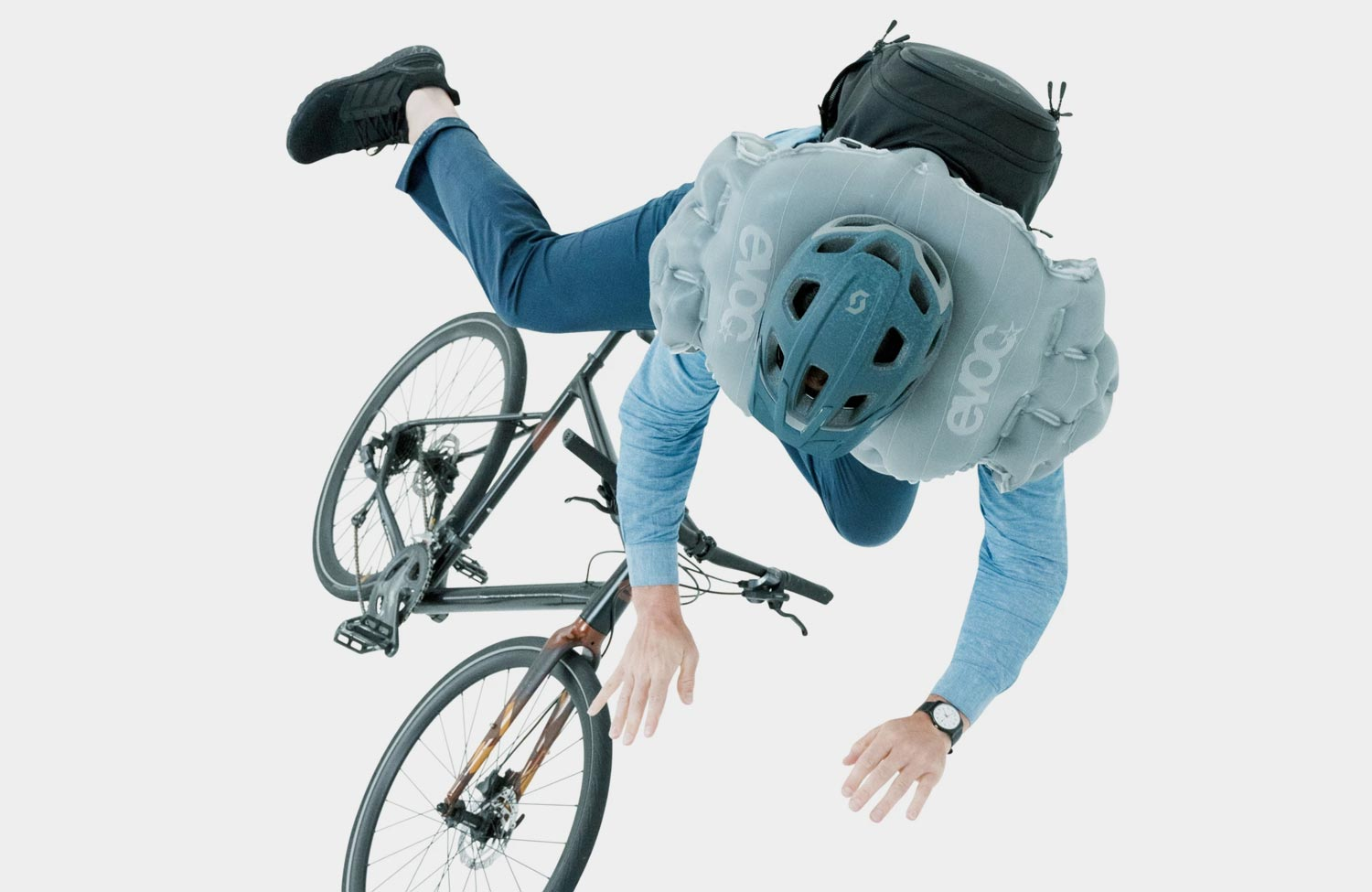 Evoc Commute A.I.R. Pro 18: An airbag backpack for cycling in the city